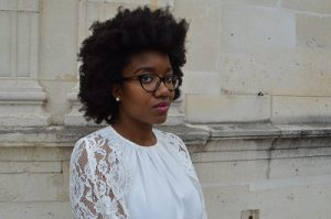 Laura-amoodygirlscloset-afro-étiré